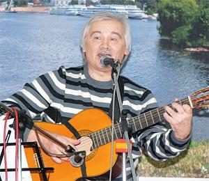 Барду Александру Карелину близок стиль русской народной песни.